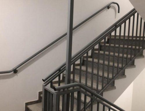 גדרות ומעקות לבניינים: מעקה חדר מדרגות